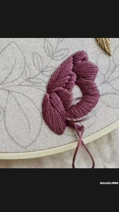 Bead Embroidery Tutorial, Hand Embroidery Patterns Flowers, Basic Embroidery Stitches, Hand Embroidery Videos, Hand Embroidery Designs, Embroidery Techniques, Embroidery Kits, Beaded Embroidery, Crewel Embroidery