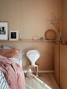 26 dusty pink bedroom walls you will love it 1 Dusty Pink Bedroom, Pink Bedroom Walls, Bedroom Wall Colors, Peach Bedroom, Pink Walls, Decoration Bedroom, Home Decor Bedroom, Bedroom Inspo, Bedroom Ideas