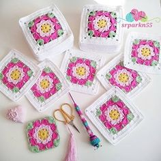 This Pin was discovered by Ayi Crochet Granny, Baby Blanket Crochet, Crochet Motif, Crochet Baby, Free Crochet, Crochet Square Patterns, African Flowers, Granny Square Blanket, Baby Afghans