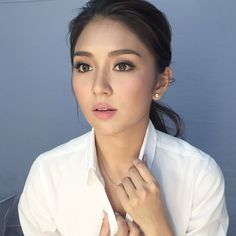 The 10 Times Kathryn Bernardo Nailed the Feline Flick Filipina Makeup, Filipina Actress, Prom Make Up, Bridal Make Up, Fresh Makeup Look, Makeup Looks, Bride Makeup Asian, Eye Makeup, Hair Makeup