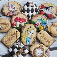 Resultado de imagen para cortadores de galletas alicia en el pais de las maravillas