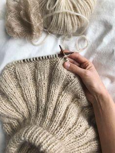 Sunday Sweater – PetiteKnit Knitting Stitches, Knitting Patterns Free, Knitting Needles, Knit Patterns, Free Knitting, Knitting Sweaters, Knitting Yarn, Diy Crafts Knitting, Knitting Projects