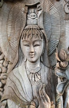 Kuan Yin image of buddha, Female Buddha of Compassion.  Wood carving in Thailand | ©Aspatsara Sirirodchanapanya