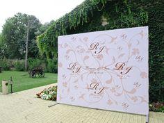Фотозона на свадьбу. Press Wall