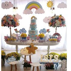 Tem chuva de amor mais linda? ❤❤❤ Por @mamysdecor #chuvadeamor #festachuvadeamor #festainfantil #festademenina #maedemenina #maededois #fiestasinfantiles #mundorosa #decoracao #menina #maternidade #bebe #girl #mae #cute #love #maternity