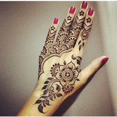 EID MUBARAK everyone! @hennabydivya you continue to amaze me!! ❤️