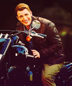 Chris Evans and on a BIKE <3 has my heart