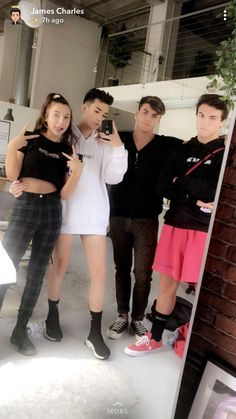 Best Vintage Outfits Part 24 Dolan Twins Memes, Good Morning Sister, Squad Pictures, Group Pictures, Emma James, Emma Chamberlain, Best Friend Goals, Twin Sisters, Squad Goals