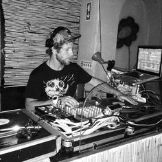 Last Friday Kid Selecta smashing out some dirty beats in Mellow Loco Bar #Lagos thnx Melvin Lipke & Samuel Crook and everyone was present there !!!