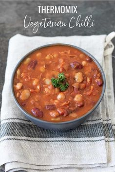 Thermomix Vegetarian Chilli - a heartwarming winter warmer full of nutritious flavour. Chilli Recipes, Veggie Recipes, Soup Recipes, Dinner Recipes, Veggie Meals, Dinner Ideas, Vegetarian Recipes Thermomix, Thermomix Bread, Vegans