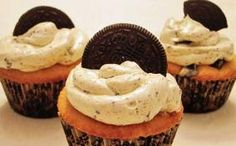 Recipe for Oreo Cupcakes with an Oreo Buttercream!