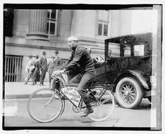 Pizzo followed up his naval service by being handcuffed to a bicycle. LIBRARY OF CONGRESS/PUBLIC DOMAIN