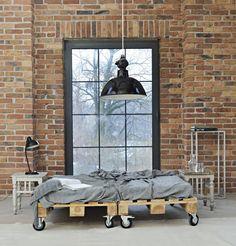 Łóżko z drewnianych palet! | Architekt na obcasach
