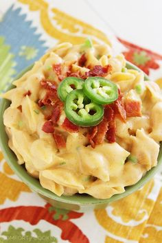 Creamy Stovetop Jalapeño-Bacon Mac 'n Cheese – Creamy, smooth and delicious stovetop mac 'n cheese with jalapenos and bacon! Super easy, cheesy and made without ANY butter or oil. | thecomfortofcooking.com