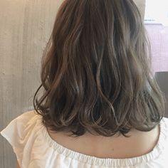 HAIR(ヘアー)はスタイリスト・モデルが発信するヘアスタイルを中心に、トレンド情報が集まるサイトです。20万枚以上のヘアスナップから髪型・ヘアアレンジをチェックしたり、ファッション・メイク・ネイル・恋愛の最新まとめが見つかります。 Kpop Short Hair, Asian Short Hair, Short Wavy Hair, Mid Length Hair, Shoulder Length Hair, Medium Hair Styles, Curly Hair Styles, Shot Hair Styles, Permed Hairstyles