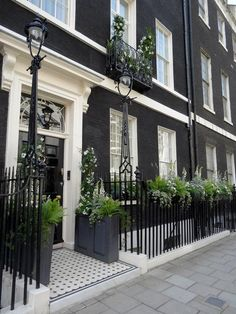 Ideas Exterior Lighting Facade Curb Appeal For 2019 Exterior Colors, Exterior Paint, Exterior Design, Black Exterior, Houses Architecture, Georgian Architecture, Georgian Townhouse, London Townhouse, Georgian Terrace