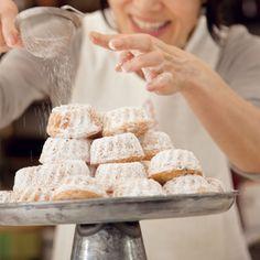 栗原はるみ クグロフ クリスマスのお菓子クグロフを、気軽にできるようケーキ生地をアレンジして作りました。