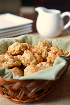 Sausage and Cheese Balls - 3 cups baking mix, such as Bisquick 1 lb. pork sausage 4 cups shredded cheddar cheese (I used a M - Yummy Appetizers, Appetizer Recipes, Recipes Dinner, Dinner Ideas, Snack Recipes, Breakfast Time, Breakfast Recipes, Breakfast Ideas, My Favorite Food