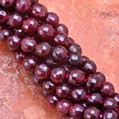 A MAGYAROK TUDÁSA: Gyógyító kristályok Garnet Jewelry, Garnet Gemstone, My Birthstone, Bead Crafts, Crafts To Make, Birthstones, Jewerly, Jewelry Making, Treats