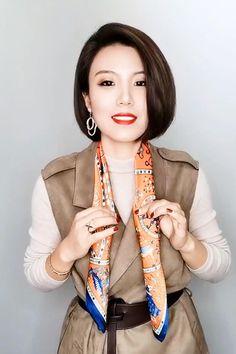 Ways To Tie Scarves, Ways To Wear A Scarf, How To Wear Scarves, Scarf Wearing Styles, Scarf Styles, Scarf Knots, Diy Scarf, Diy Fashion Hacks, Iranian Women Fashion