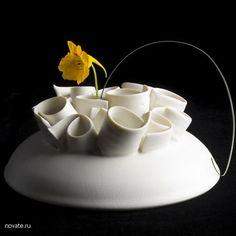 Необычная фарфоровая ваза