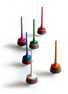 Tahir Mahmood's Pumbeeri Spinning Tops // via The New York Times Lathe Projects, Wood Turning Projects, Wood Projects, Woodworking Projects, Outdoor Games For Kids, Spinning Top, How To Make Box, Wooden Tops, Wood Lathe