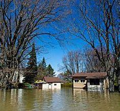 Canada : face aux inondations, Montréal et Ottawa décrètent l'état d'urgence Miracle, Ottawa, Canada, Cabin, House Styles, Home Decor, Decoration Home, Room Decor, Cabins