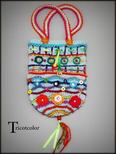 Bag ideas... maybe a hat?http://www.spiroubobine.com/article-infos-sur-le-fil-2013-semaine-9-115790671.html