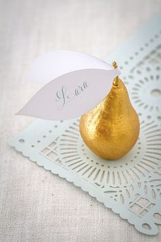 escort card place setting with gold pear and blue