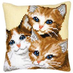 <h2>Coussin canevas gros trous 3 chatons</h2>