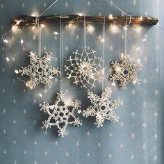 Diy Christmas Fireplace, Diy Christmas Snowflakes, Christmas Wreaths, Christmas Crafts, Christmas Decoration Items, Snowflake Decorations, Snowflake Ornaments, Bohemian Christmas, Classy Christmas