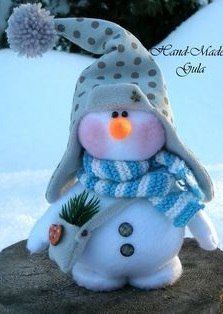 Eu Amo Artesanato: Boneco de Neve com molde Sock Snowman, Cute Snowman, Snowman Crafts, Christmas Makes, Christmas Snowman, Christmas Time, Felt Ornaments, Holiday Ornaments, Holiday Crafts