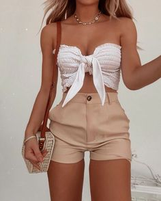 Image uploaded by Girl Almighty. Find images and videos about fashion, outfit and shoes on We Heart It - the app to get lost in what you love. Best Casual Outfits, Cute Summer Outfits, Short Outfits, Spring Outfits, Cool Outfits, Summer Shorts, Summer Tops, Shorts Outfits For Teens, Autumn Outfits