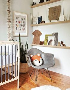 Looking for easy and understated decorating ideas? These 19 simple nursery room designs are simply beautiful.