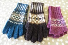 Heylor Gloves.  Pattern can be bought on Ravelry    http://www.ravelry.com/patterns/library/heylor-gloves