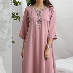 Girls Fashion Clothes, Girl Fashion, Fashion Dresses, Abaya Fashion, Muslim Fashion, Kurta Neck Design, Hijabi Girl, Moroccan Caftan, Gorgeous Wedding Dress