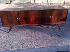 Design Anos 50 Pé Palito Retrô Buffet Em Jacaranda Vintage - R$ 1.200,00 no MercadoLivre