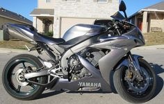 Silver 2004 Yamaha R1 with Green wheels or rims (forest green)