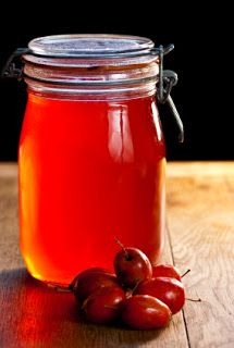 The Happy Cooker: Caramel Crab Apple Jelly Crab Apple Recipes, Crab Apple Jelly, Jam And Jelly, Wild Edibles, Medicinal Herbs, Canning Recipes, Herbal Remedies, Food Hacks, Free Food