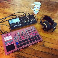 Repost @rainbowbrainmusic  Morning Inspiration  . . . . . . . #synthlove #coffee #synth #blofeld #electronicmusic #ambient #rainbowbrain #inspire #instacoffee #morning #music #musician #itme #losangeles #california #mimosas #relax #takeiteasy #led #lights #akg #korg #electribe #electribe2 #electribelovers