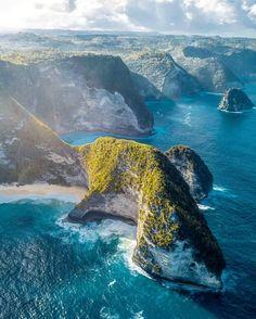 Kelingking Beach, Nusa Penida.   Kevin Sauzeat