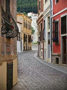Typical street in Xanthi, Thrace. Chios, Greece Travel, Planet Earth, Old Town, Athens, Beautiful Places, Places To Visit, Europe, Vacation