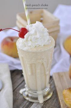 A Fresh Peach Shake is my favorite way to eat a peach! I went peach picking last… Frozen Drinks, Frozen Desserts, Frozen Treats, Just Desserts, Milkshake Recipes, Smoothie Recipes, Smoothies, Homemade Milkshake, Refreshing Desserts