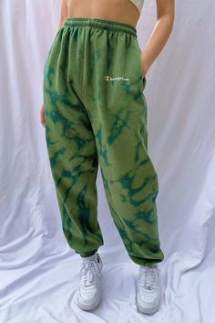 Fits like a Large. Drawstring on the inside to cinch waist to fit. Cute Comfy Outfits, Lazy Outfits, Cool Outfits, Fashion Outfits, Casual Sporty Outfits, Sporty Fashion, Ski Fashion, Sporty Chic, Cute Sweatpants Outfit