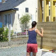 Pose du bardage à l'horizontale. Membrane Epdm, Diy Carport, Garage Doors, Outdoor Decor, Garden, Wood Post, Pergola Carport, Diy Garage, Carriage Doors