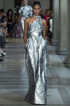 Carolina Herrera Spring 2017 ready-to-wear collection New York Fashion Week Fashion Week, Fashion 2017, New York Fashion, Runway Fashion, High Fashion, Fashion Show, Fashion Design, Timeless Fashion, Carolina Herrera