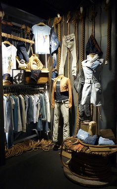 Visual Merchandising, pinned by Ton van der Veer