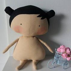 Atenção: a seguir cenas de extrema  nudez e sensualidade hahaha. Tildinha só esperando a roupinha ♡♡♡ #tildatoys #mundotilda #tildinha #bonecodepano #dolls #bonecatilda #artesanatomanaus #usomacomercial