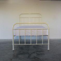 6119b7e3768 Classical Single Bed - White Image 0