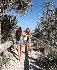 The Effective Pictures We Offer You About vacation pictures lake A quality picture can tell you many Cute Beach Pictures, Cute Instagram Pictures, Cute Friend Pictures, Insta Pictures, Picture Ideas For Instagram, Beach Picture Poses, Sister Beach Pictures, Bff Pics, Beautiful Pictures